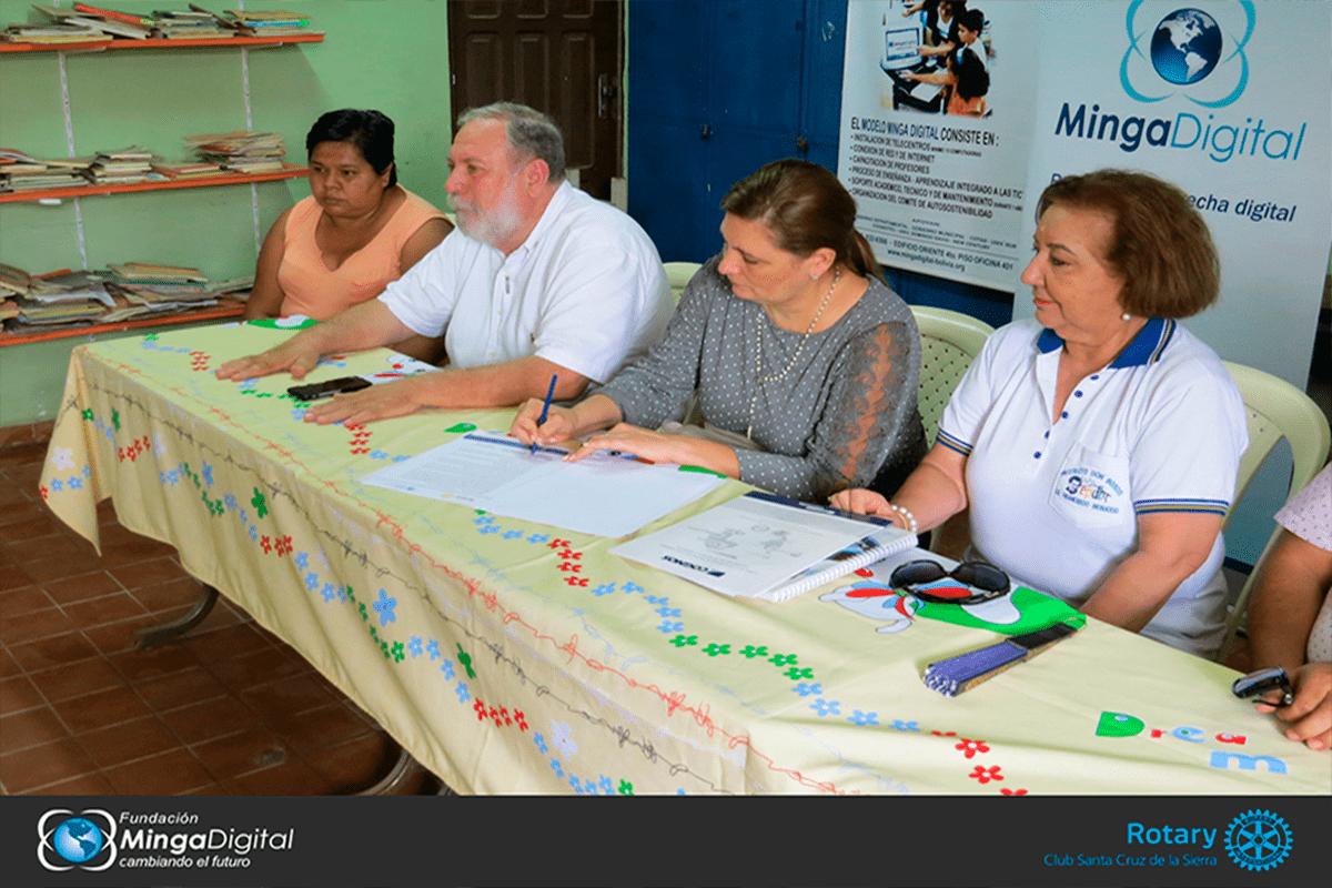 Firma de convenio con el colegio Francisco Bessuco